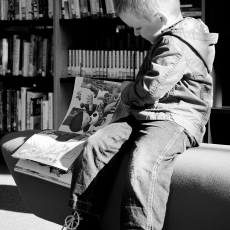 Child and books 208363